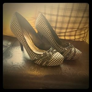 Strappy Houndstooth Pumps